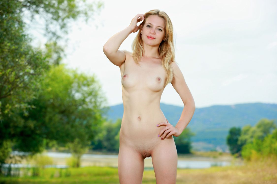 youngest-girl-to-pose-nude
