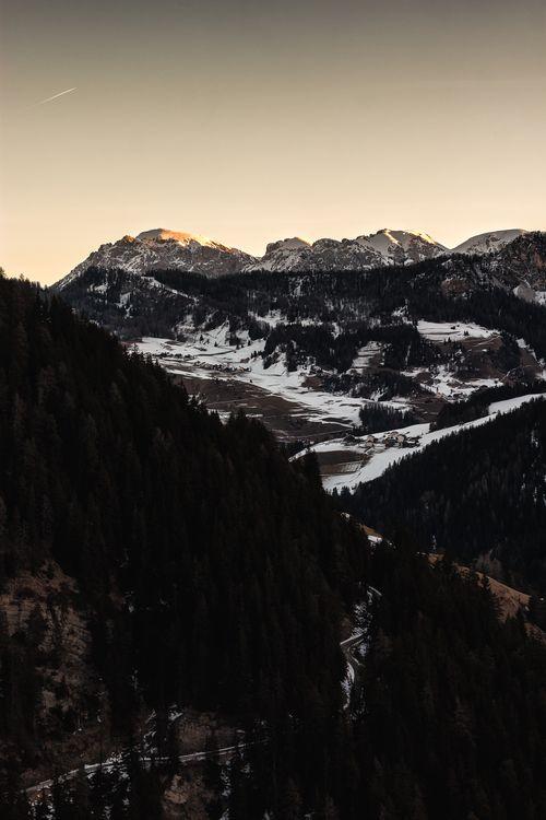 Фото бесплатно пейзаж, облака, снег, лес, туман, на улице, горы, дерево, холм, скала, скалы, закат, восход солнца, зима, пейзажи
