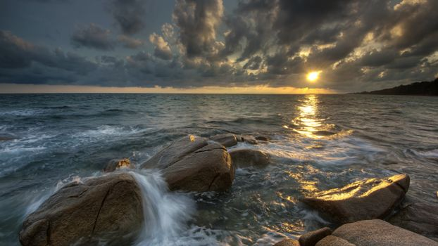 Заставки океан, скалы, отражение