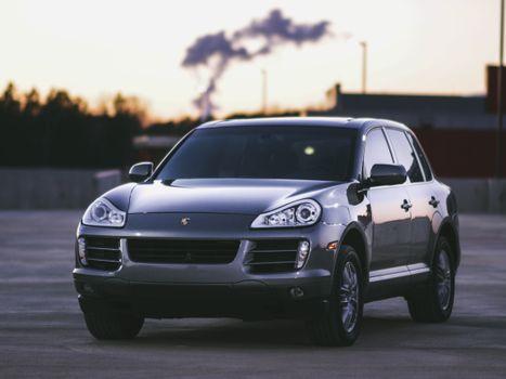 Porsche Cayenne · free photo