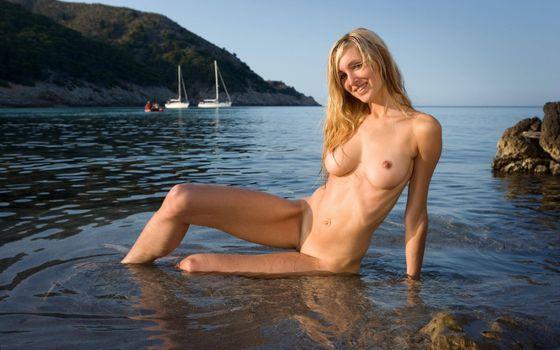 Фото бесплатно блондинка, голая, море