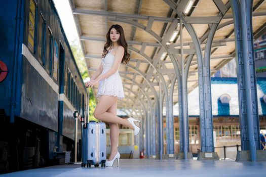 Photo free young woman, asian dress, frock
