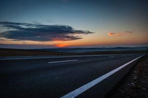 Фото бесплатно дорога, облака, маркировка