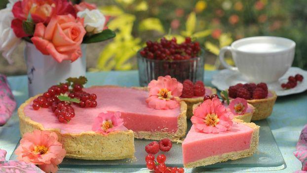 Photo free roses, pie, sladkoe