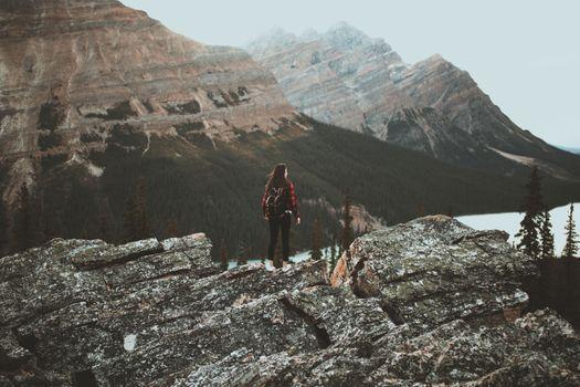 Фото бесплатно девочки, горы, фотографию