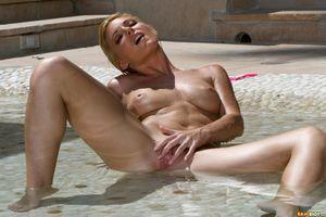 Бесплатные фото Niki Lee Young,модель,красотка,голая,голая девушка,обнаженная девушка,позы