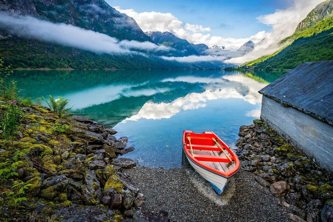 Фото бесплатно Норвегия, озеро, горы, лодка, пейзаж, пейзажи