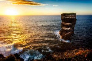 Фото бесплатно закат, море, волны, скала, пейзаж