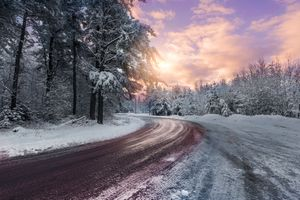 Бесплатные фото зимняя дорога,зима,дорога,лес,деревья,закат солнца,пейзаж