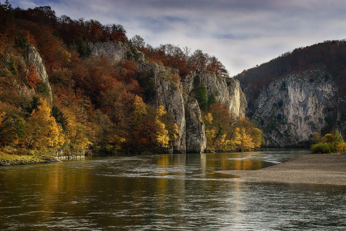 Обои Дунайский прорыв, Кельхайм Bavaria, Кельхайм, Германия, горы, осень, река, деревья, пейзаж на телефон | картинки пейзажи - скачать