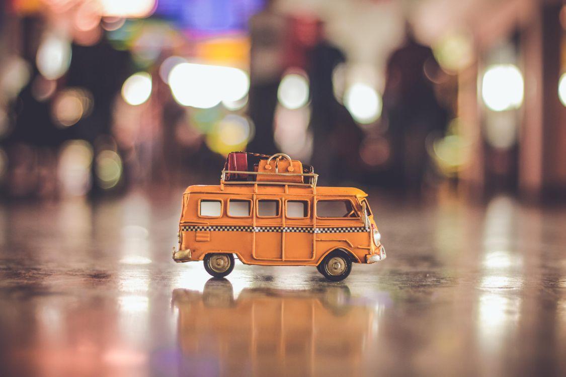 Обои игрушка, фургон, аэропорт картинки на телефон