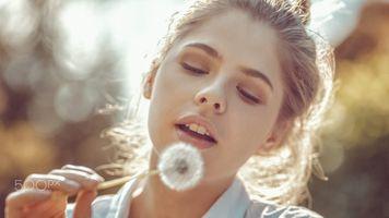 Фото бесплатно солнечный свет, лицо, одуванчик