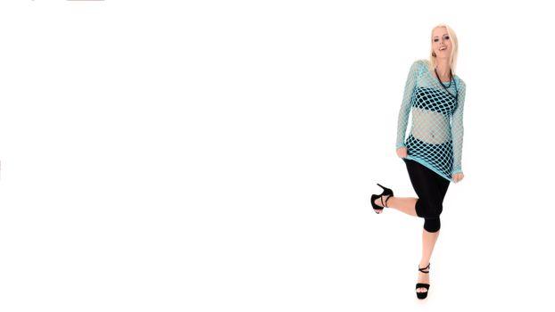 Фото бесплатно lynna nilsson, бюстгальтер, черные брюки, fisnet, улыбка, блондинка, bra, black pants, smile, blonde