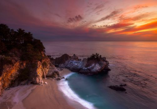 Photo free McWay Falls, Big Sur, CaliforniaJulia