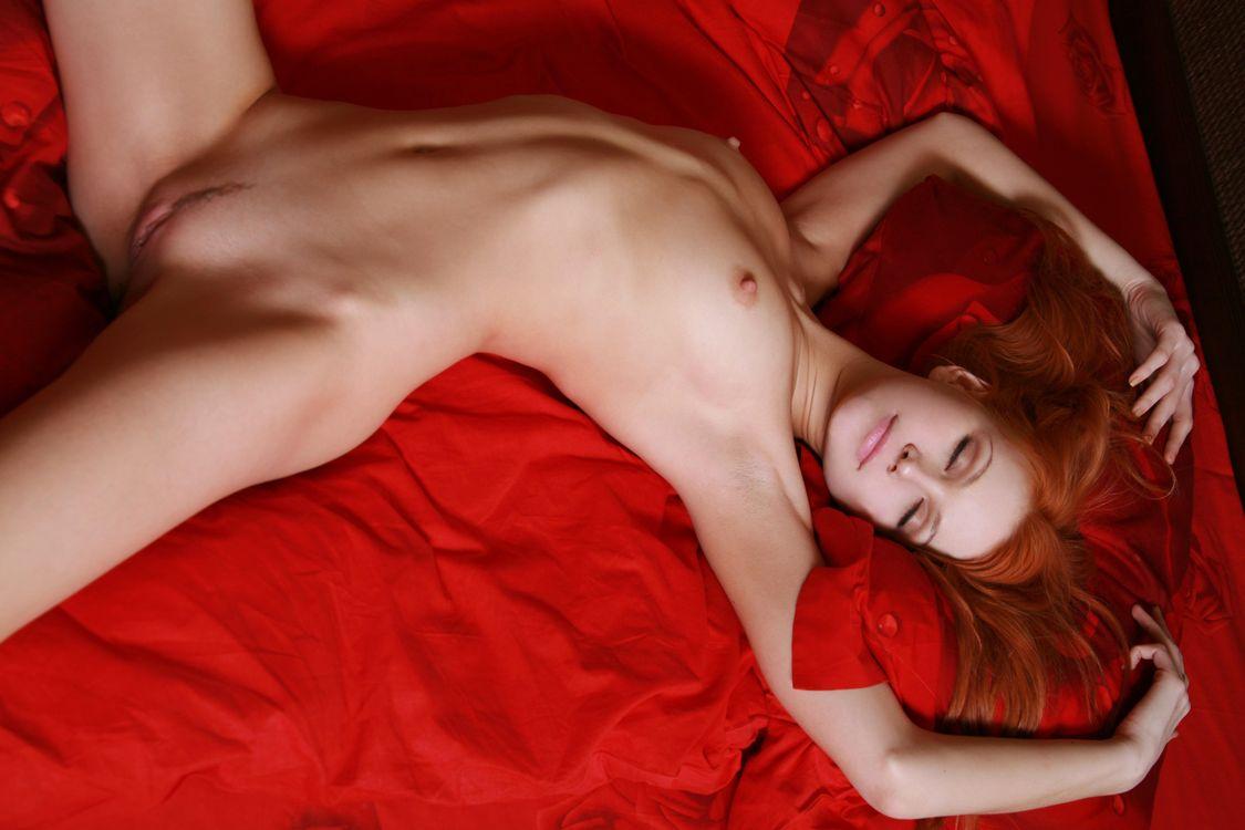 redhead-sleep-naked