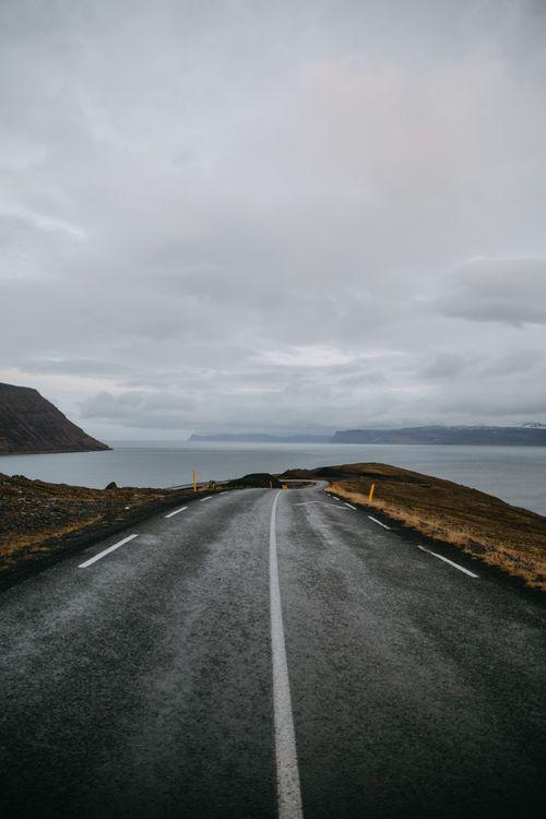 Дорога Исландии возле берега · бесплатное фото