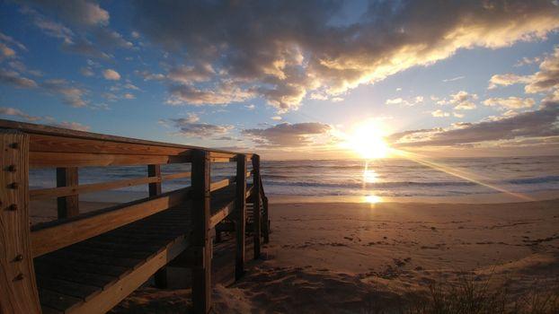 Заставки пляж,Восход,океан,утро,небо,облако,горизонт,закат солнца,море,вечер,рассвет,Солнечный лучик