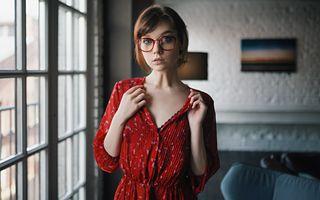 Бесплатные фото olya pushkina,sergey zhirnov,женщины,модель,женщины в очках,платье,красное платье
