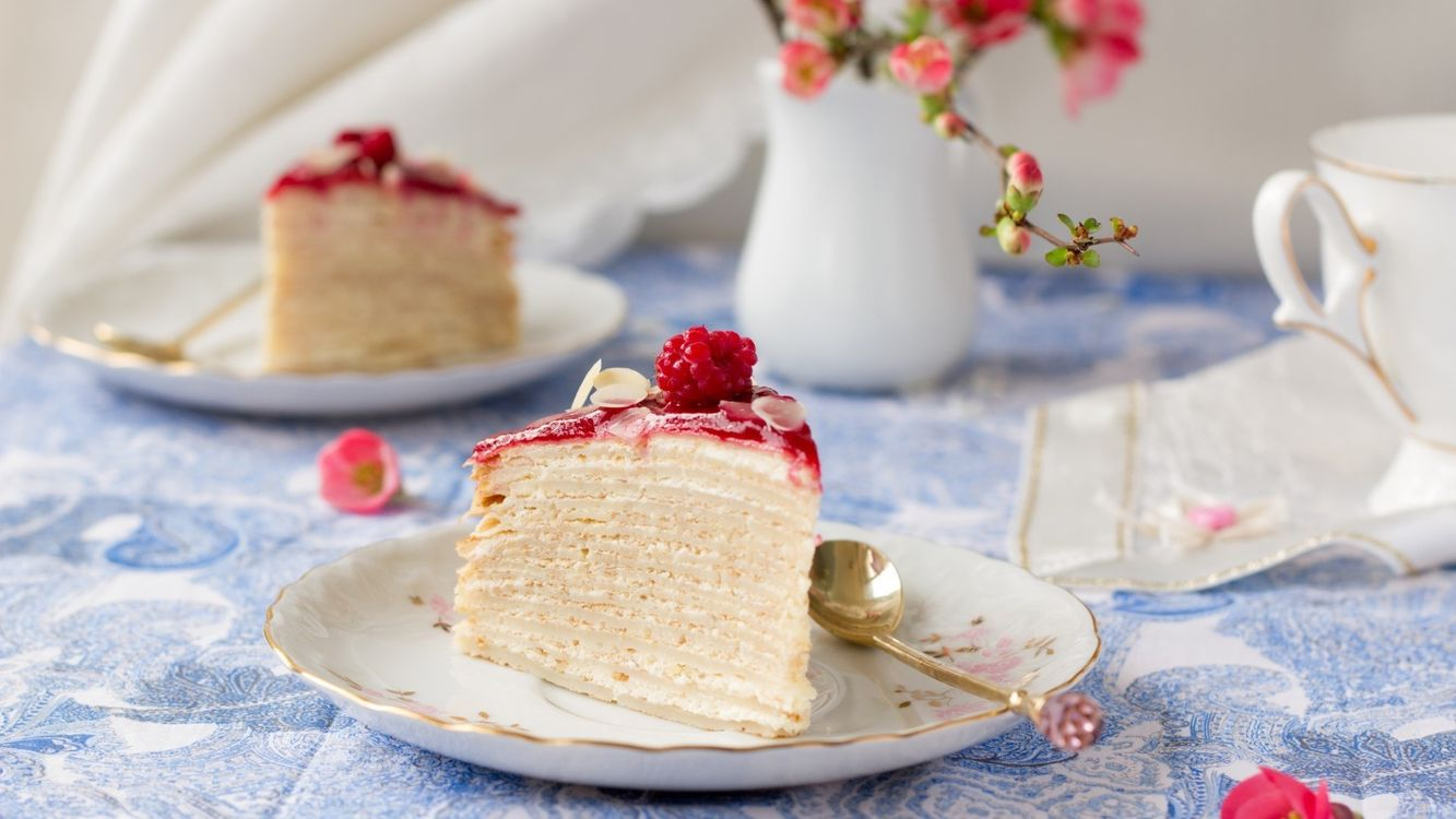 Фото бесплатно крем, еда, малина, слоеное, ягоды, сладкое, тесто, сливки, торт, еда