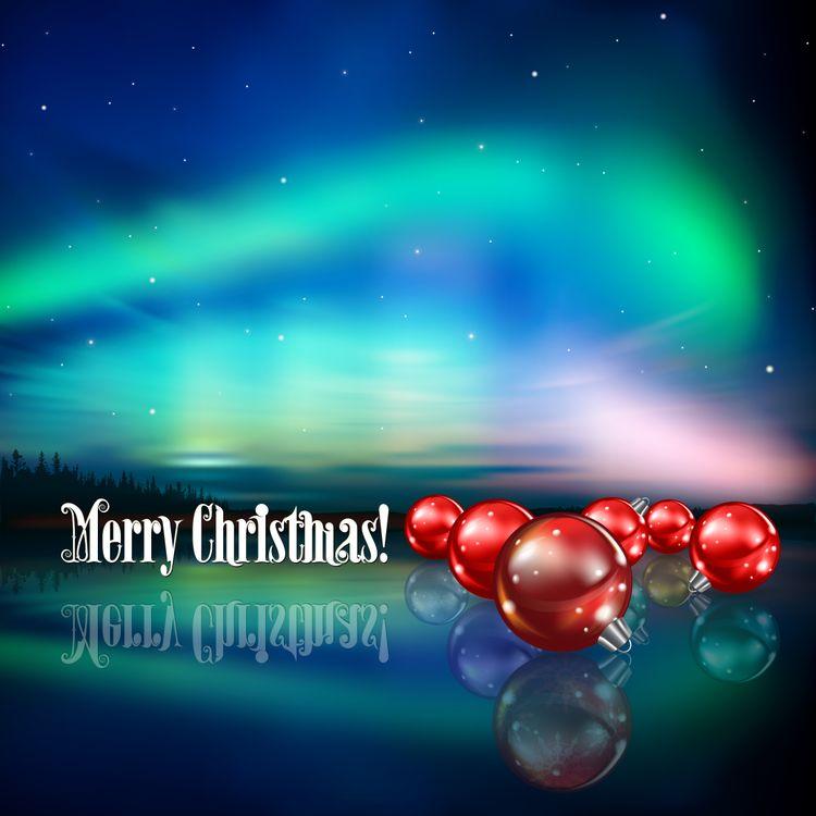 Новогодние игрушки и северное сияние · бесплатное фото
