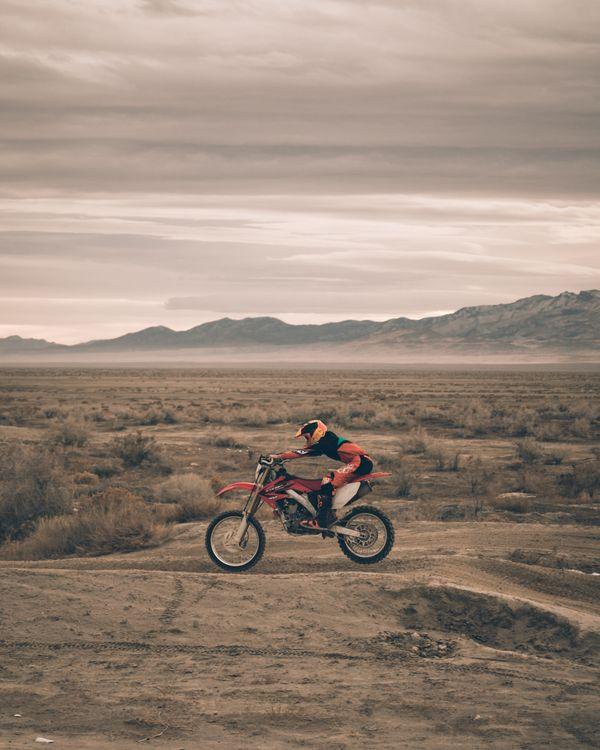 Фото бесплатно Мотоциклист, мотоспорт, песок - на рабочий стол