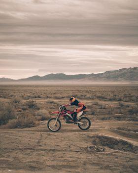 Бесплатные фото Мотоциклист,мотоспорт,песок,motorcyclist,motorcycling,sand
