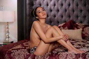 Бесплатные фото victoria antoinette, брюнетка, сексуальная девушка, взрослая модель, загорелая, улыбка, кровать