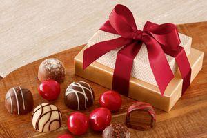 Бесплатные фото коробка,конфеты,шоколад,box,gift,ribbon,chocolate