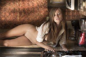 Бесплатные фото Carolina Sweets,модель,красотка,голая,голая девушка,обнаженная девушка,позы