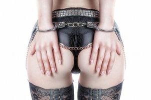 Бесплатные фото Model,Julia Geisler,модель,чулки,наручники