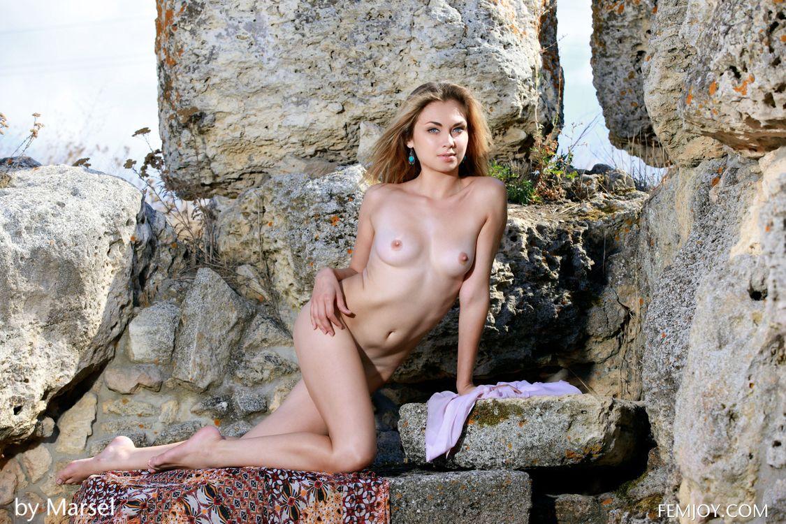 Naked alma — img 5