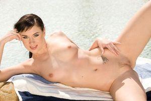 Бесплатные фото Hana B,модель,красотка,голая,голая девушка,обнаженная девушка,позы