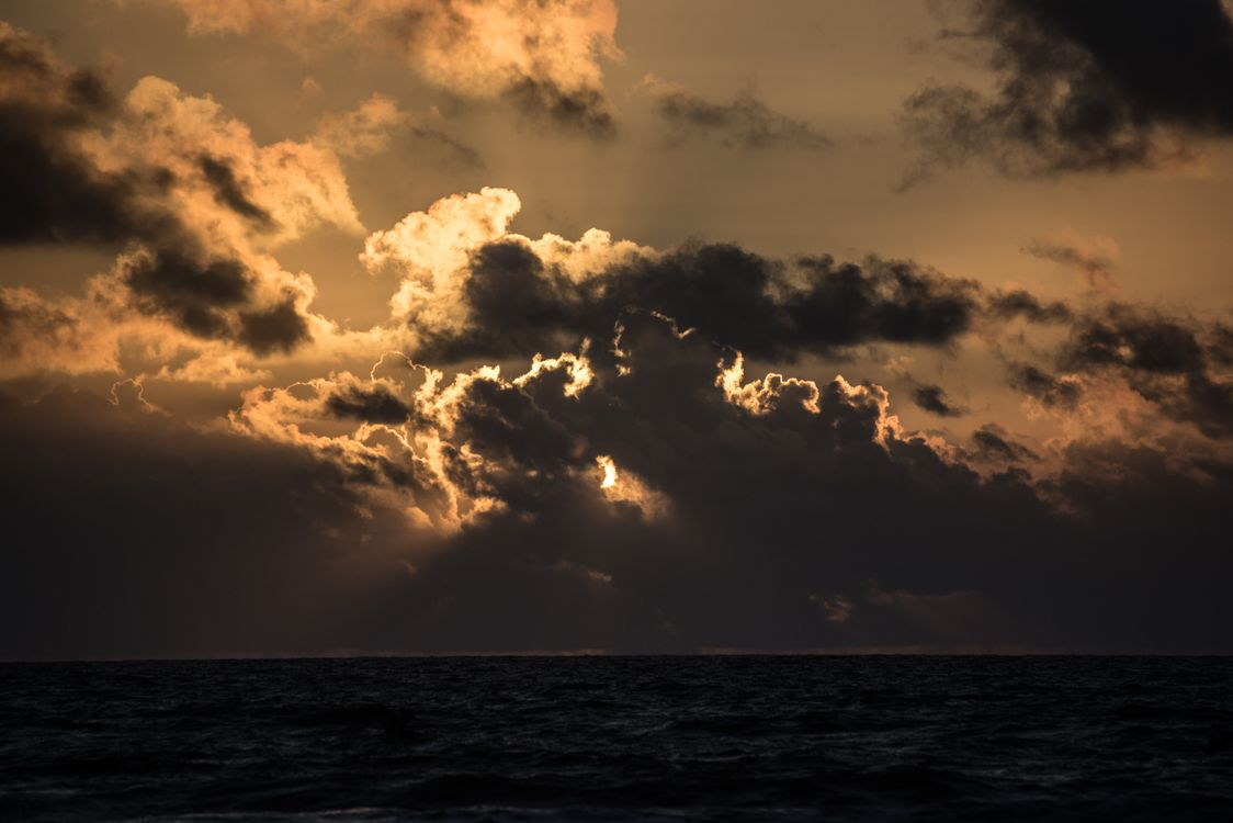 Photos for free clouds, horizon, seascape - to the desktop