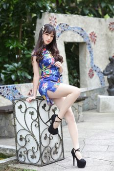 Фото бесплатно взгляд девушки, ноги, настоящие девушки