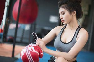 Азиатка и бокс