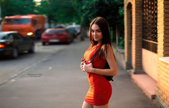 Фото бесплатно красное платье, шатенка, девушки