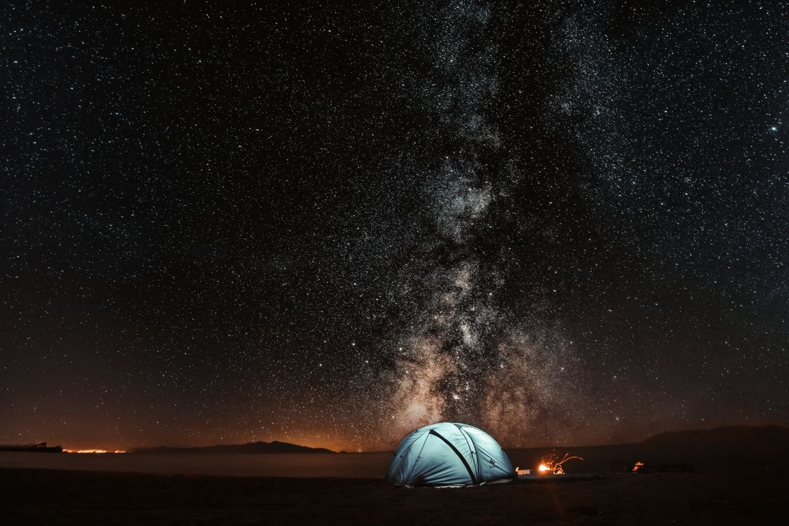 Палатка и звездное небо · бесплатное фото