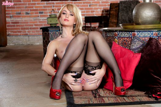 Бесплатные фото angela sommers,модель,красотка,голая,голая девушка,обнаженная девушка,позы,поза,сексуальная девушка,эротика