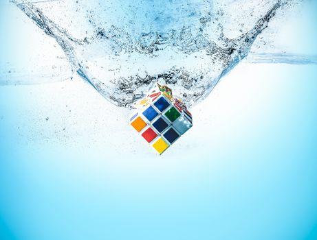 Фото бесплатно рубик кубик, вода, всплеск воды