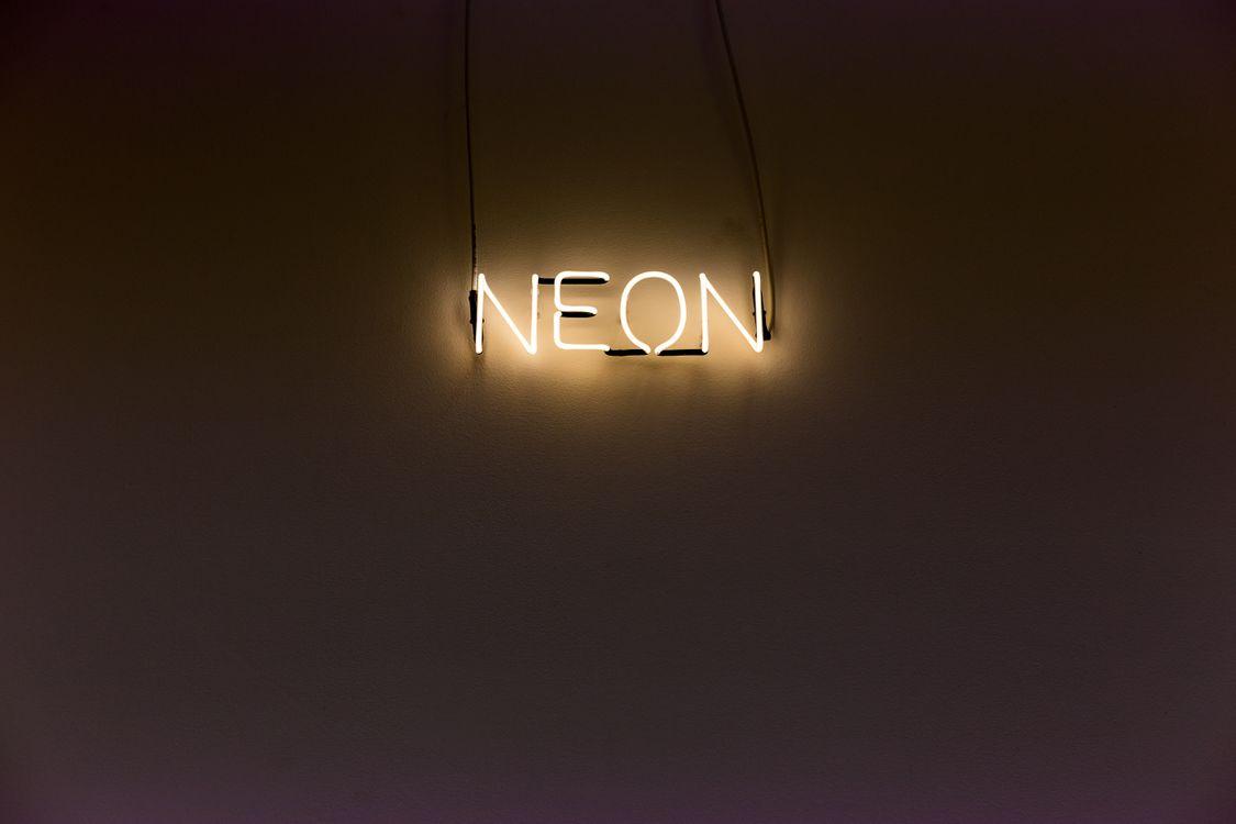 Фото бесплатно надпись, неон, подсветка, стена, inscription, neon, backlight, wall, текстуры