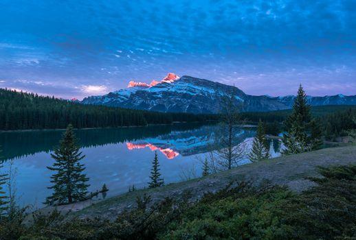 Photo free trees, Two Jack Lake, sunset