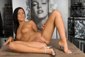Бесплатные фото Angelica H,модель,красотка,голая,голая девушка,обнаженная девушка,позы