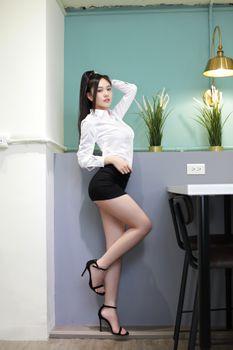 Фото бесплатно девушки, юбка, поза