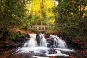 Бесплатные фото Upper Chapel Falls,Michigan,осень,река,лес,мост,водопад